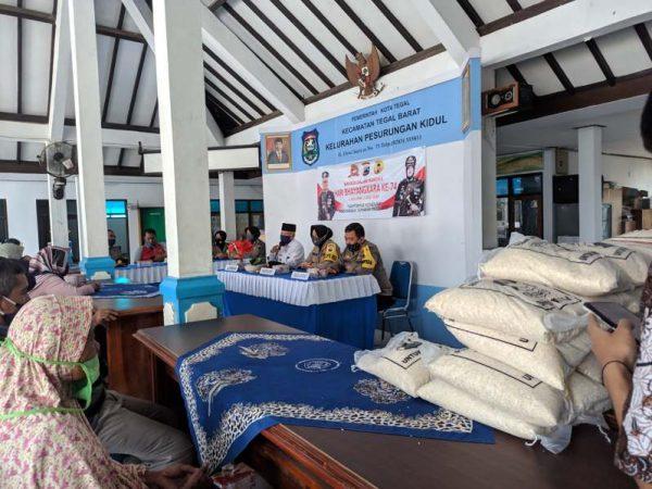 Polres Tegal Berbagi Dalam Rangka Menyambut HUT Bhayangkara