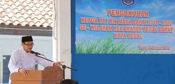 Pengukuhan Pengurus RT RW se-kecamatan Tegal Barat, Plt.Walikota Tegal Pesan Berikan Layanan Ramah.
