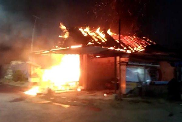 Kios di Jl. Masjid Annur Terbakar Karena Bensin Tumpah Kenai Obat Nyamuk